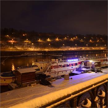 První sníh na Vltavě