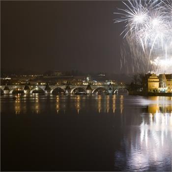 Je tady novoroční plavba s ohňostrojem