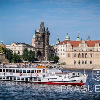 Loď Cecílie v centru Prahy