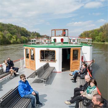 Spokojení cestující na přední palubě
