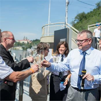 Slavnostní otevření přístaviště lodí na nábřeží Edvarda Beneše