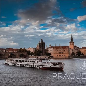 Sightseeing cruise through Prague on the Cecílie Boat