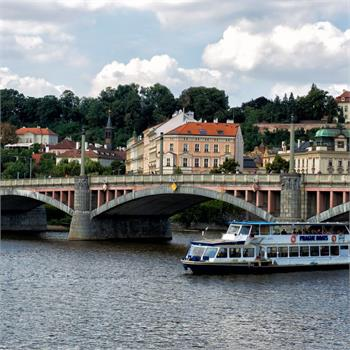 Danubio and Mánes bridge