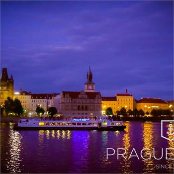 Hour cruise in the evening by Prague