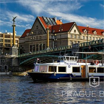 Hour cruise at Čech bridge