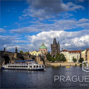 Hour cruise in the historical center of Prague