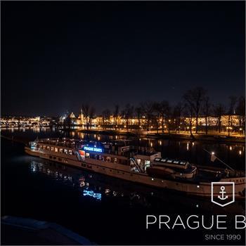 Večerní plavba Prahou