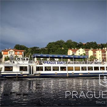 Lunch with a cruise in Prague