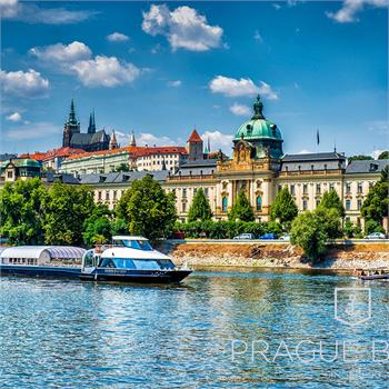 Bohemian Rhapsody boat in front of the Prague Castle panorama