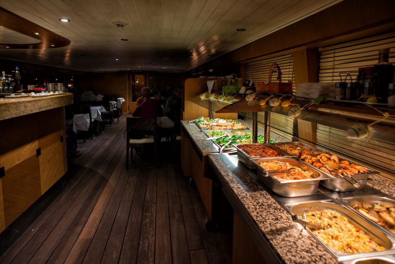 Dinner Cruise | Prague Boats