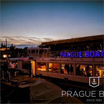 Embarking on the evening cruise on the Labe boat