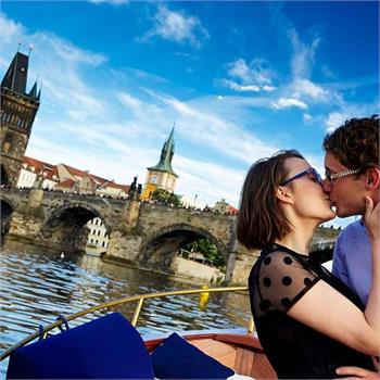 Romantic experiences on Šárka boat