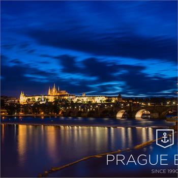 Noční Praha a lahodná večeře na lodi