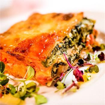 Zeleninové lasagne s ricottou, špenátem a rajčaty