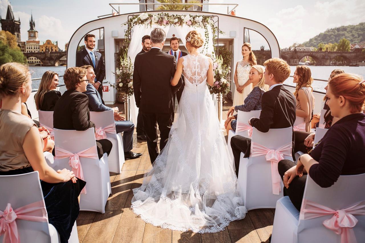 wedding on a boat in prague017 241 7866 - wedding in a barn