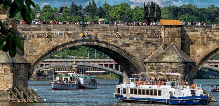 Nový seriál o lodích v Praze na Vltavě