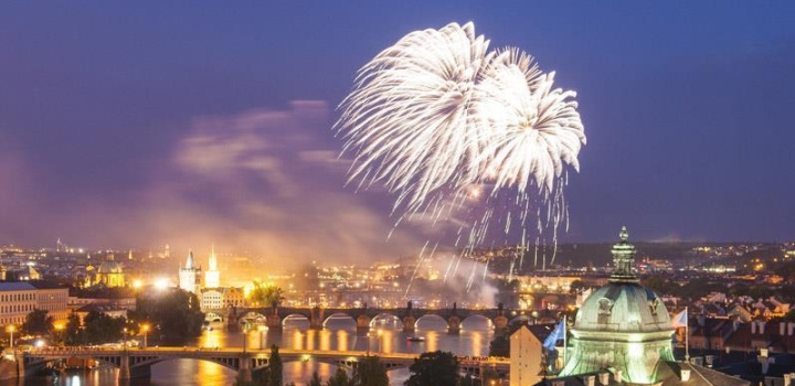 Last places available on New Year's Eve cruises 2016